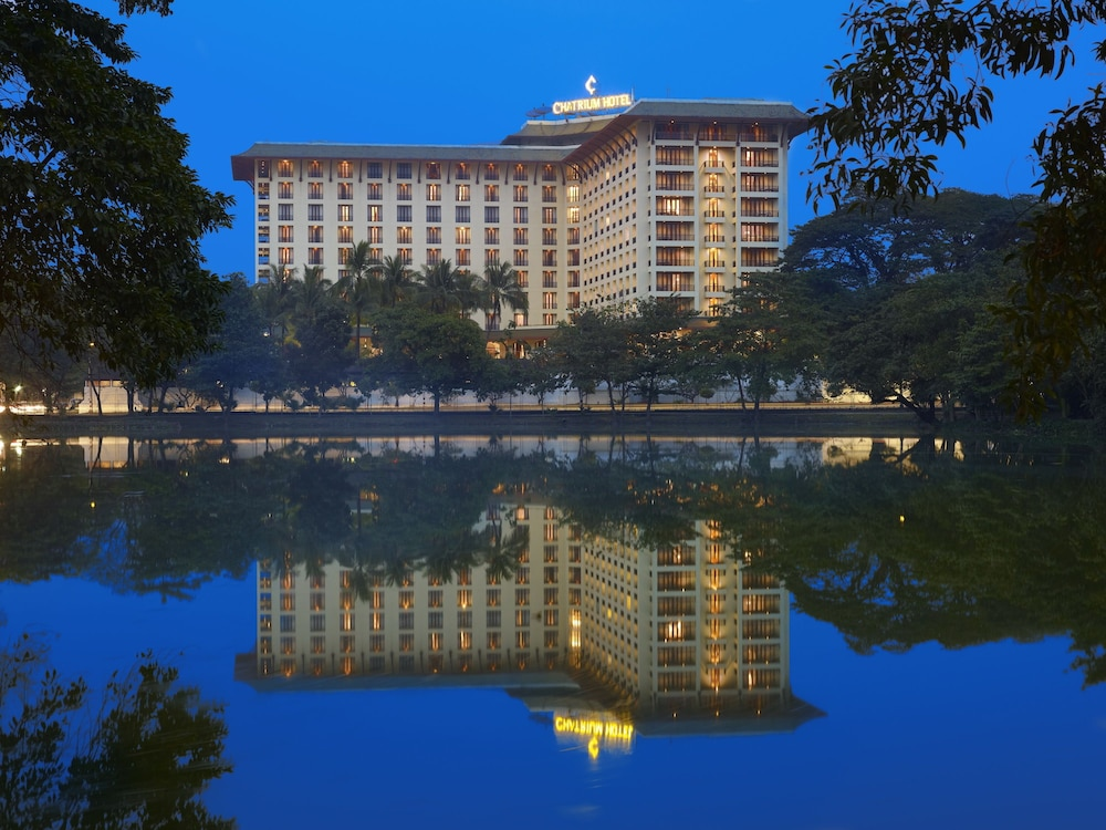 Front of Property - Evening/Night, Chatrium Hotel Royal Lake Yangon