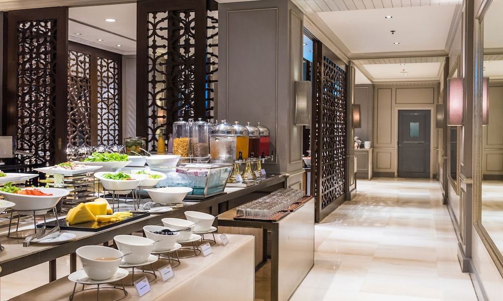 Breakfast buffet, Chatrium Hotel Royal Lake Yangon