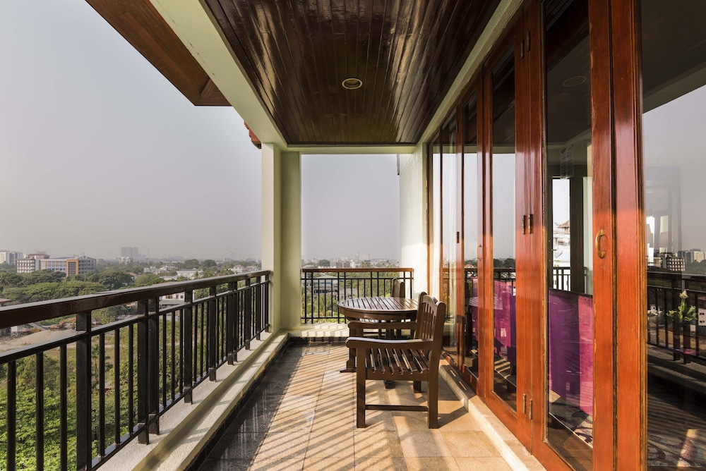 Balcony View, Chatrium Hotel Royal Lake Yangon