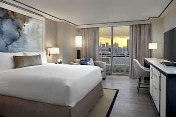 Room, 1 King Bed, City View (Skyline) - Guestroom