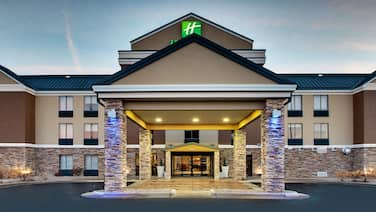 Holiday Inn Express & Suites - Interstate 380 at 33rd Avenue, an IHG Hotel