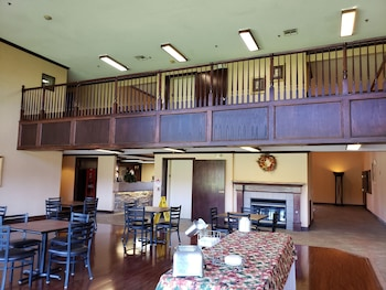 The Marigold Grand Hotel And Suites Wichita 65 Room Prices Reviews Travelocity