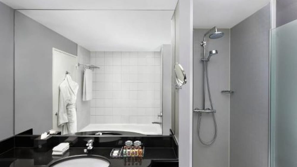 Bathroom, Sheraton Amsterdam Airport Hotel and Conference Center