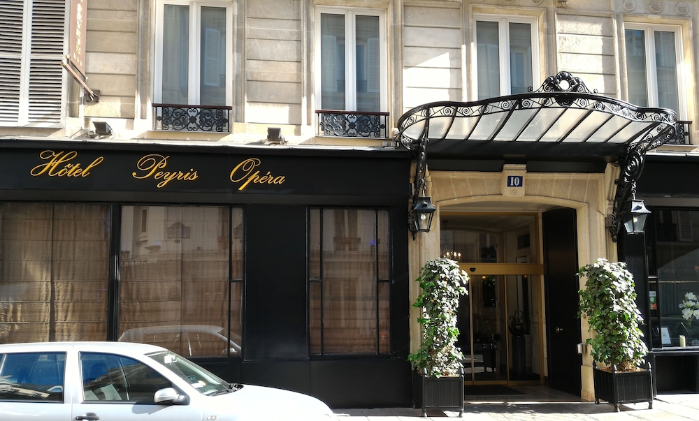 Front of Property, Hotel Peyris Opera