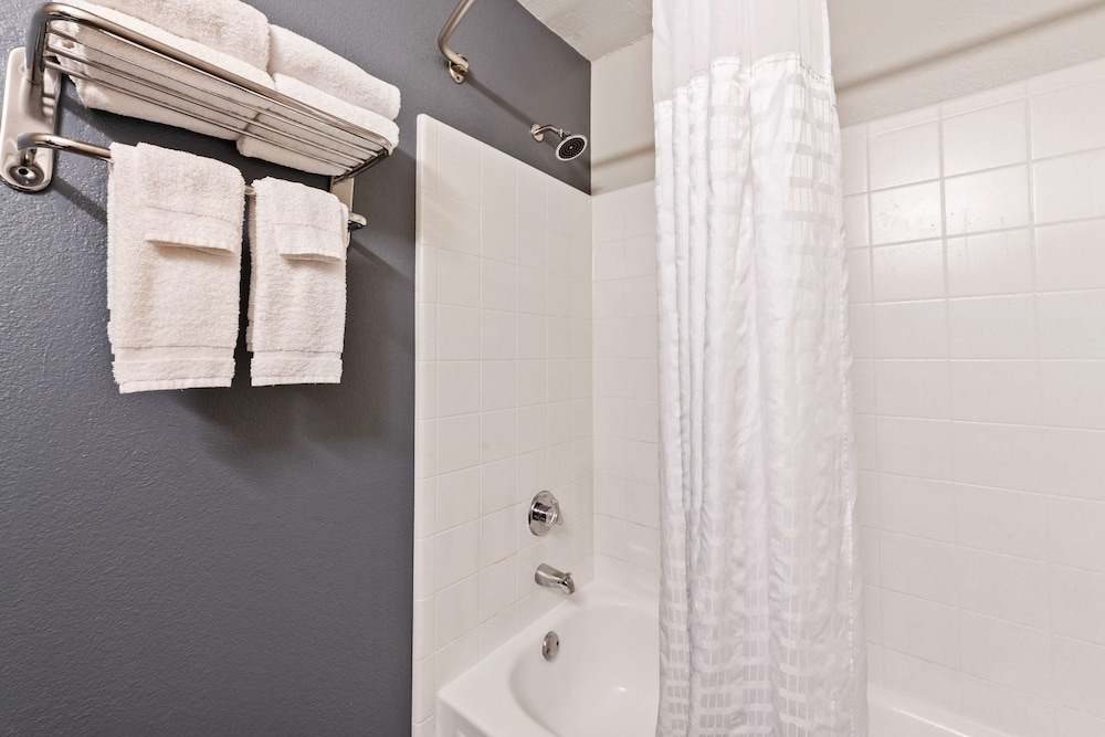 Bathroom, Extended Stay America - Charlotte - Airport