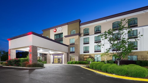 Best Western Plus Birmingham Inn & Suites