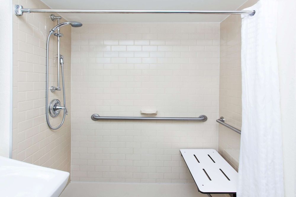 Bathroom, Sonesta Simply Suites Houston – NASA Clear Lake