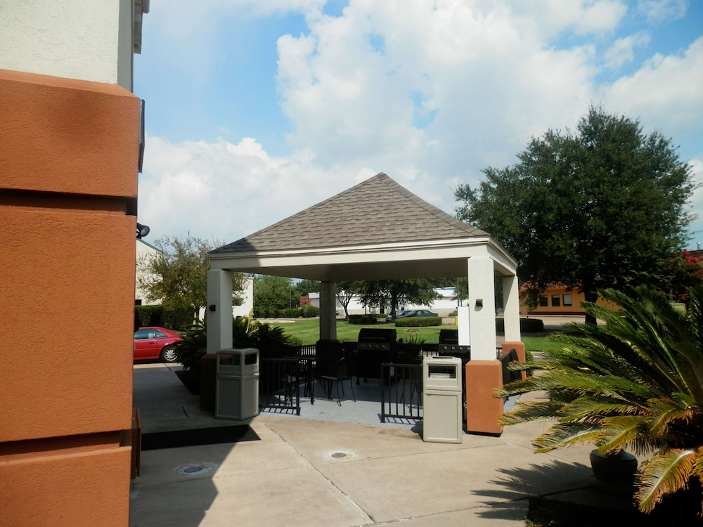 Terrace/Patio, Sonesta Simply Suites Houston – NASA Clear Lake
