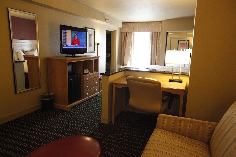 Living Area, Hampton Inn Pensacola Airport