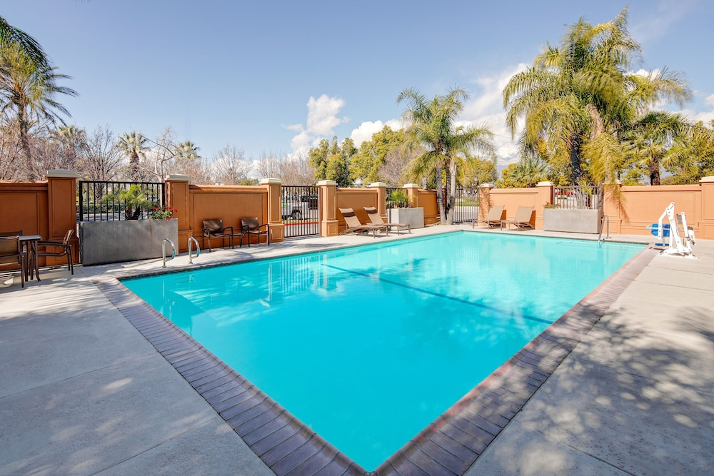 Outdoor Pool, Hyatt Place Ontario / Rancho Cucamonga