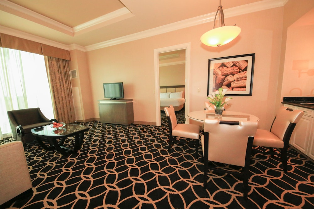 Living Room, Hollywood Casino & Hotel St. Louis