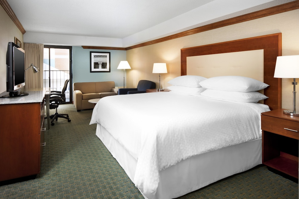 Room, Four Points by Sheraton Richmond Airport