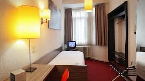 Een kluis op de kamer, een bureau, gratis wifi, beddengoed
