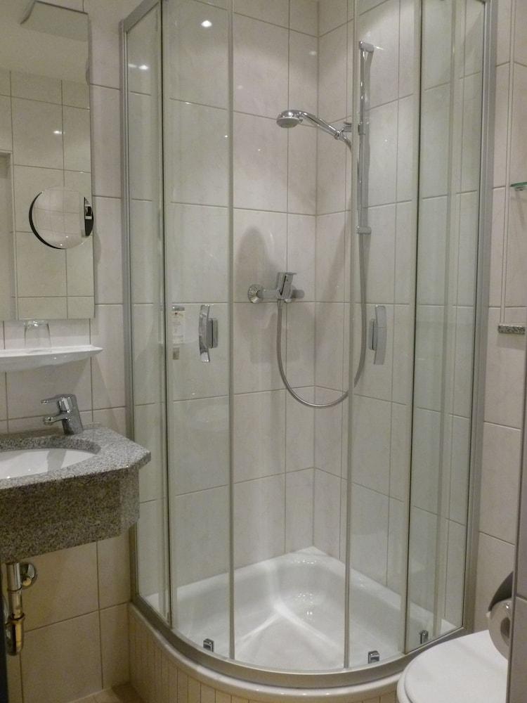 Hotel M?nchen Dusche Im Zimmer : Dusche im Bad