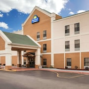 Days Inn & Suites by Wyndham Harvey / Chicago Southland