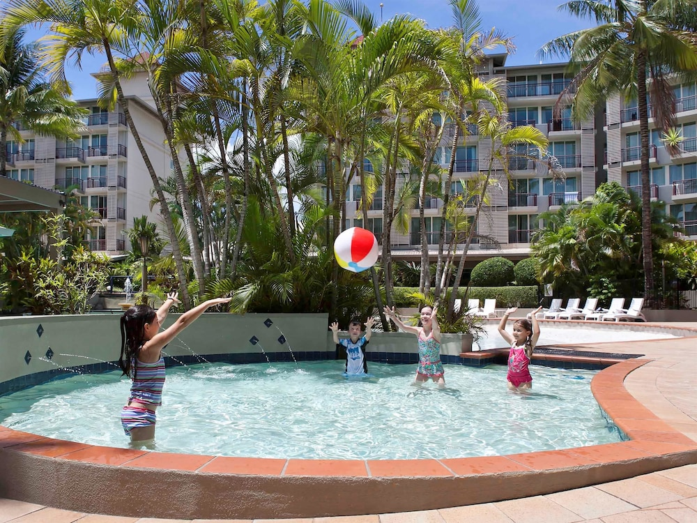 Novotel cairns oasis resort deals reviews cairns for Garden oases pool entrance