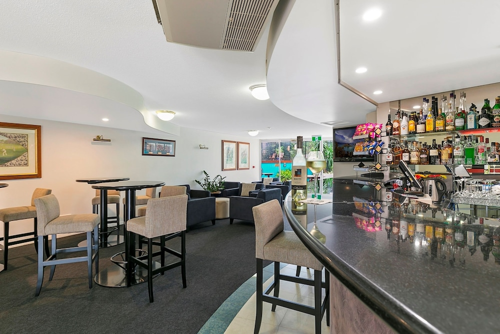 Bar, The Wellington Apartment Hotel