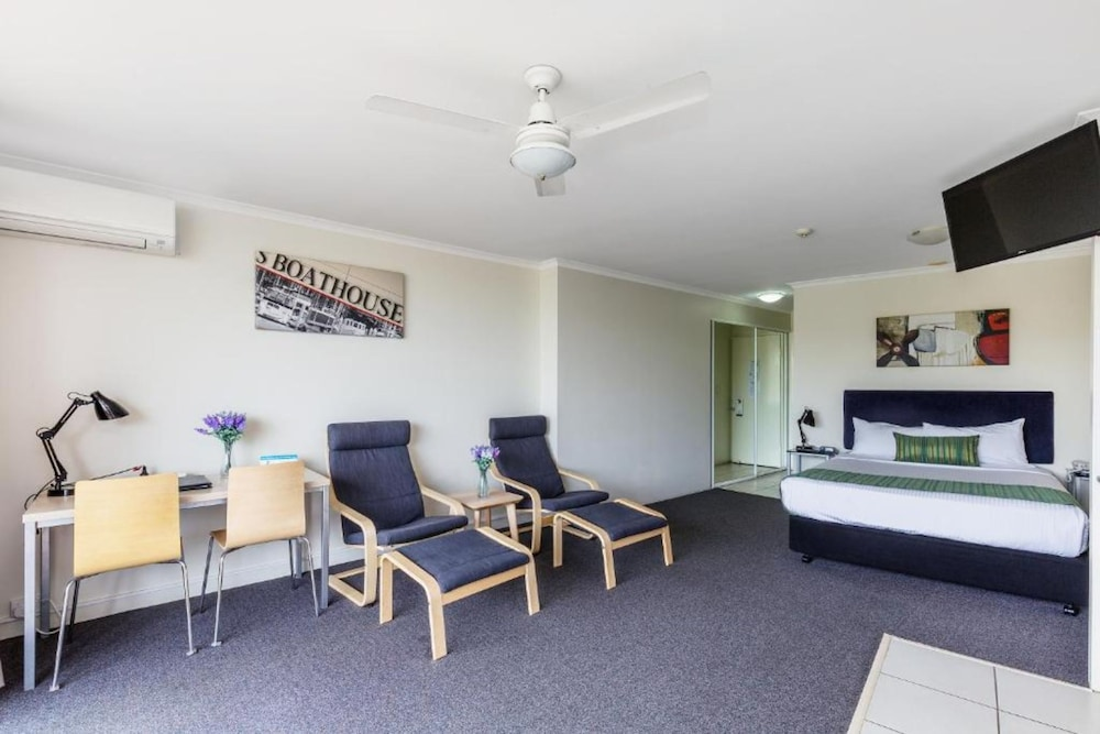 Living Area, The Wellington Apartment Hotel