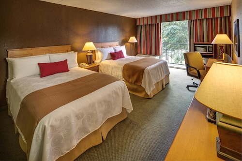 Great Place to stay Whispering Woods Hotel & Conference Center near Olive Branch