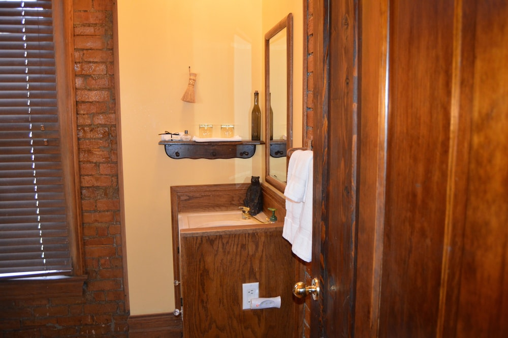 Bathroom, Hines Mansion