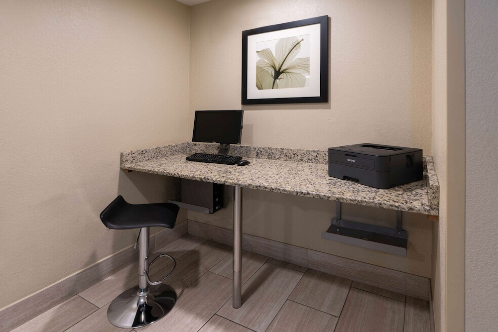 Business Center, La Quinta Inn & Suites by Wyndham Castle Rock