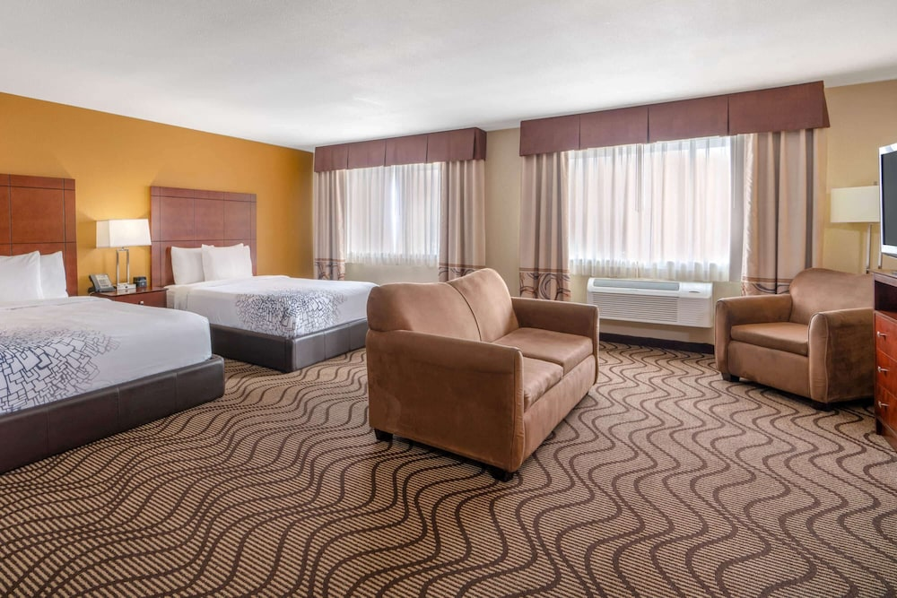 Room, La Quinta Inn & Suites by Wyndham Castle Rock