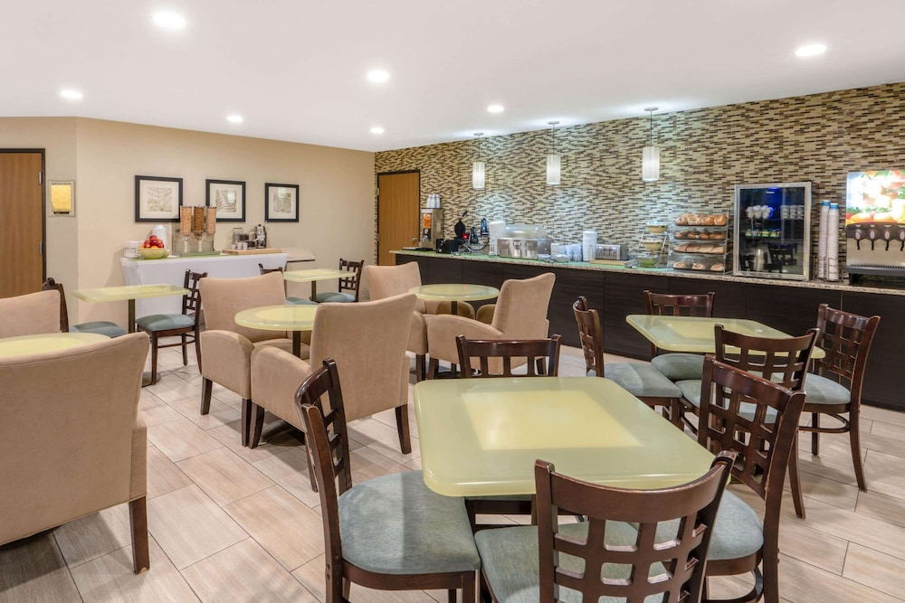 Breakfast Area, La Quinta Inn & Suites by Wyndham Castle Rock
