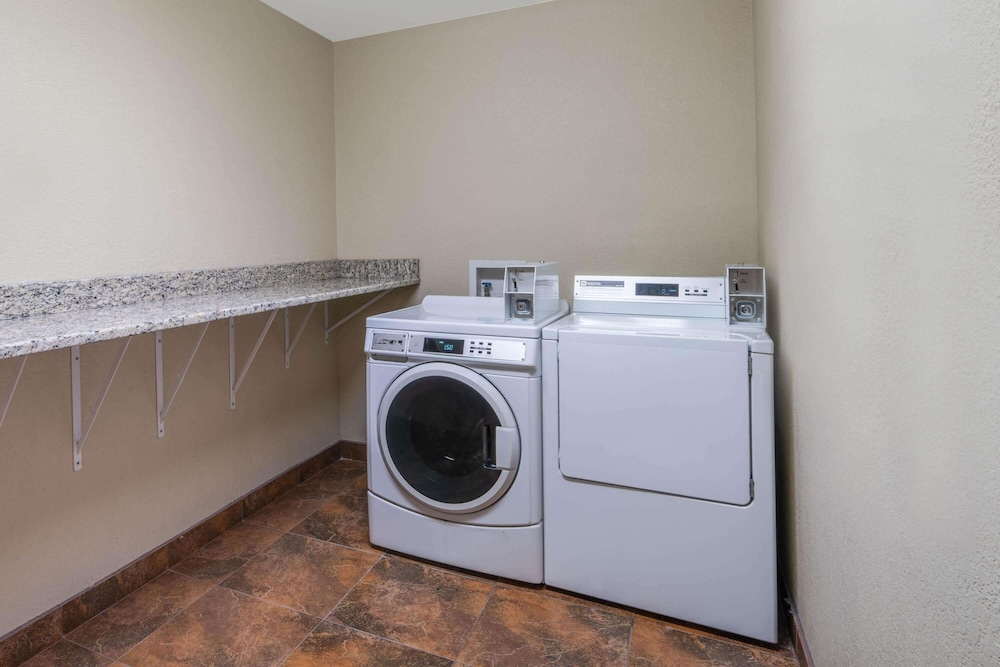 Laundry Room, La Quinta Inn & Suites by Wyndham Castle Rock