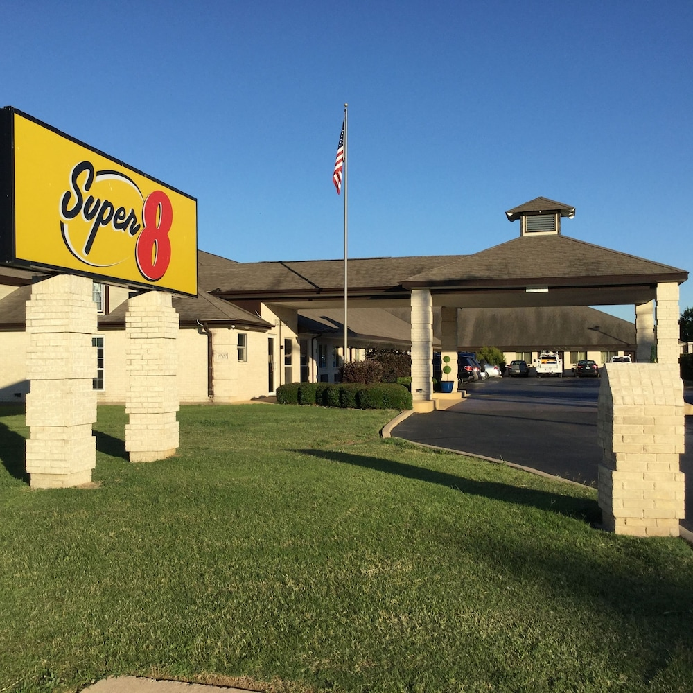 Super 8 By Wyndham Cleburne In Cleburne