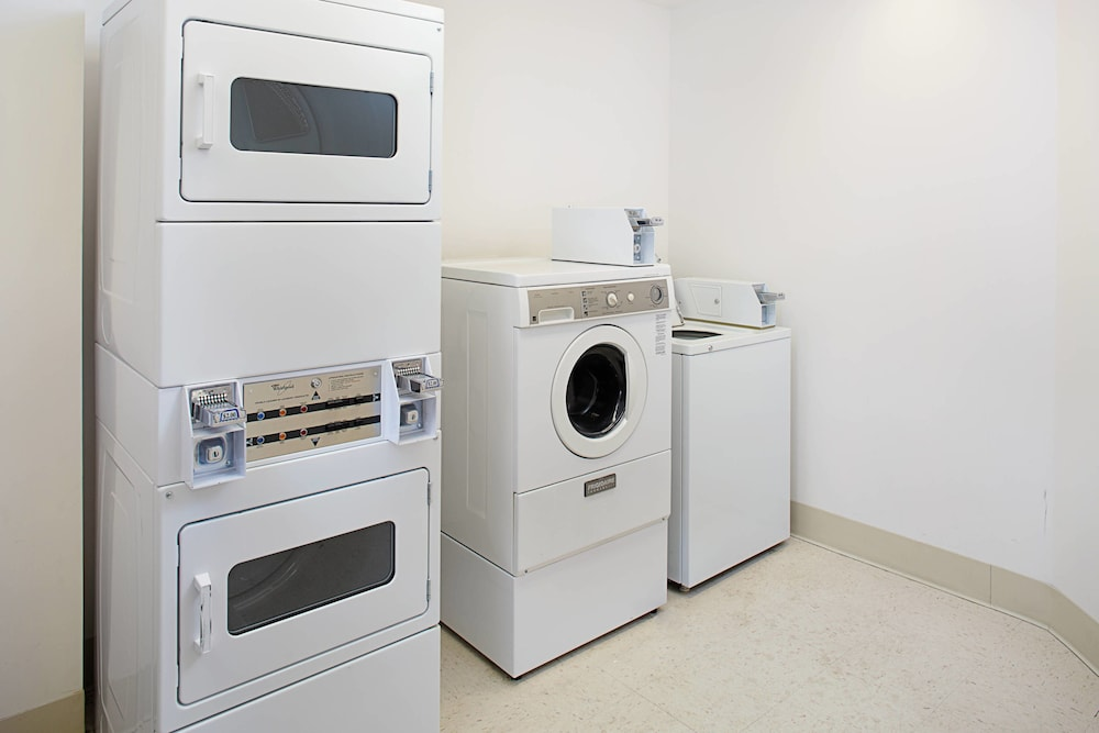 Laundry, Courtyard by Marriott Manchester - Boston Regional Airport