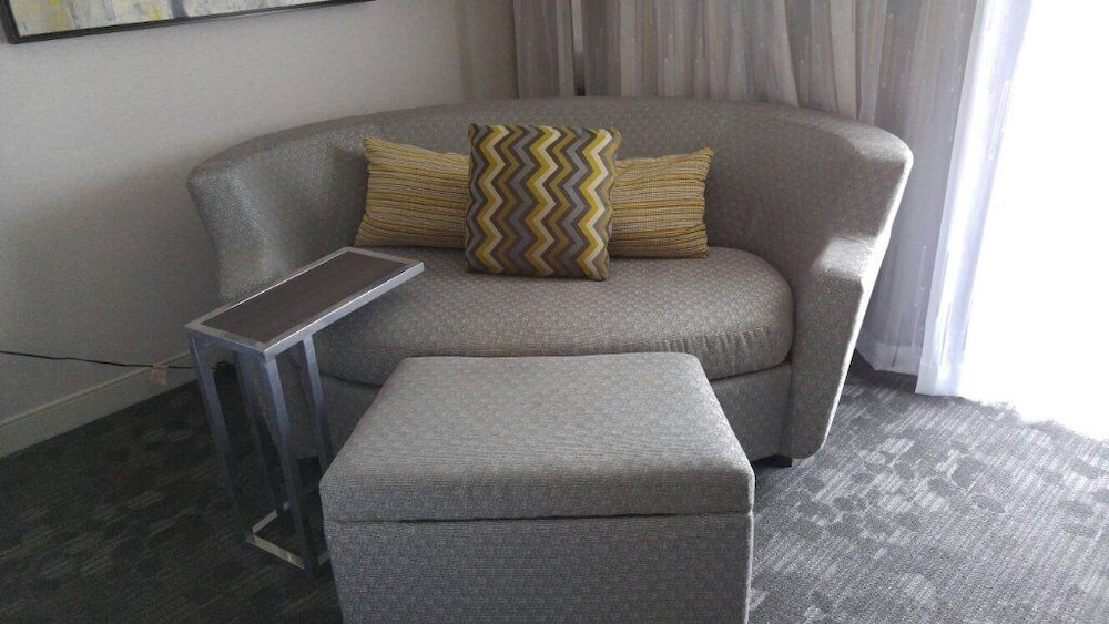Living Area, Courtyard by Marriott Manchester - Boston Regional Airport