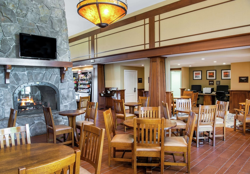 Breakfast Area, Hampton Inn & Suites Rochester-Victor/Fairport
