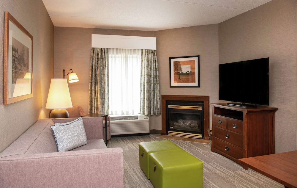 Living Area, Hampton Inn & Suites Rochester-Victor/Fairport