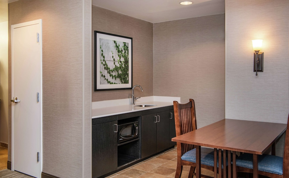 Private Kitchenette, Hampton Inn & Suites Rochester-Victor/Fairport