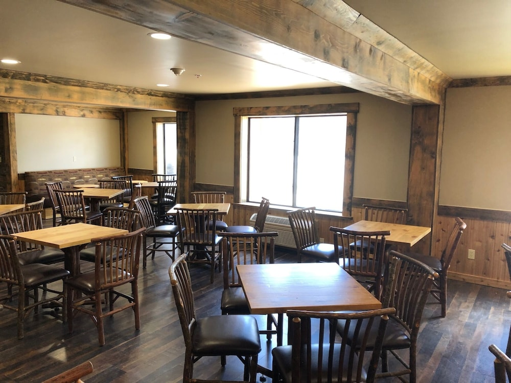 Breakfast Area, ClubHouse Inn West Yellowstone