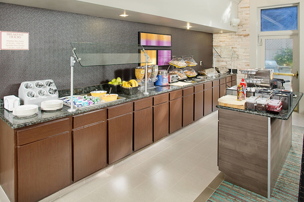 Breakfast buffet, Residence Inn by Marriott Gaithersburg Washingtonian Center