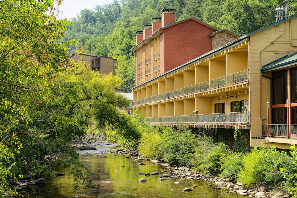River terrace resort convention center gatlinburg usa for 2115 east river terrace