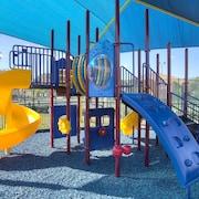 Zona de juegos infantil al aire libre