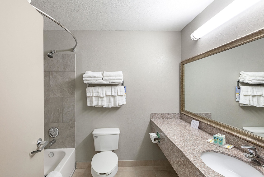 Bathroom, Quality Inn Mesquite - Dallas East