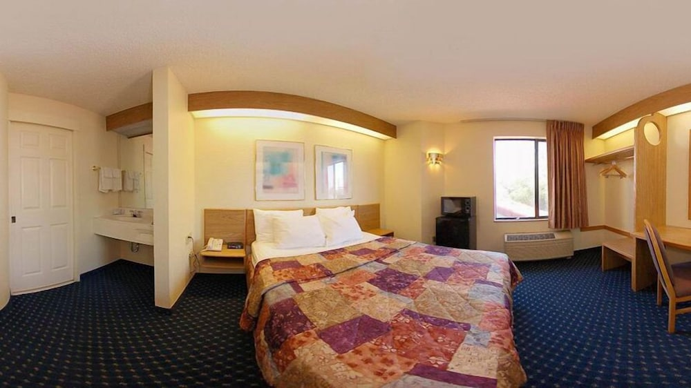 Room, Econo Lodge Denver International Airport