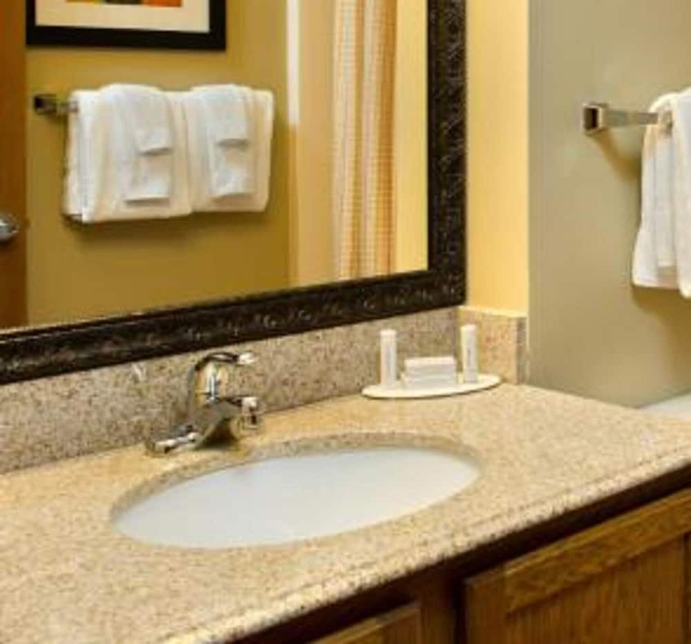 Bathroom, TownePlace Suites By Marriott St. Louis Fenton
