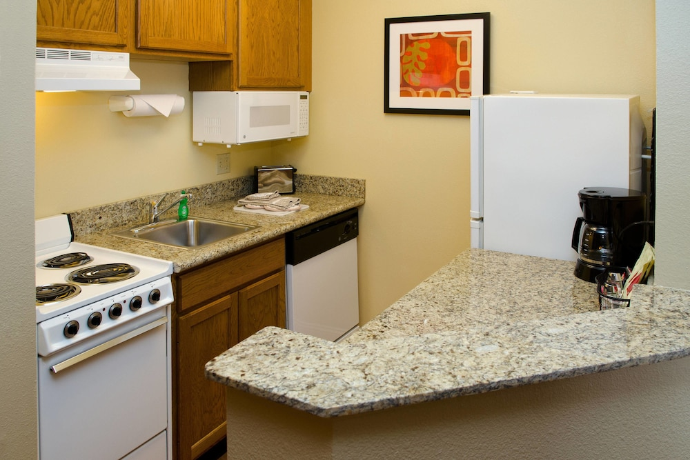 Private Kitchen, TownePlace Suites By Marriott St. Louis Fenton