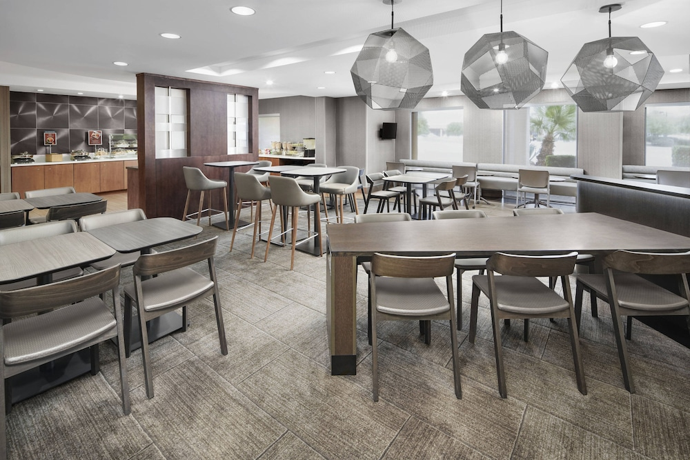 Breakfast Area, SpringHill Suites Scottsdale North