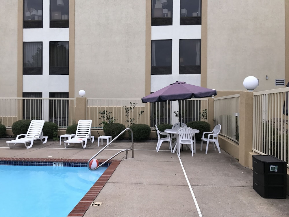 Outdoor Pool, Comfort Inn Horn Lake - Southaven