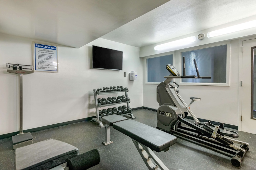 Fitness Facility, Clarion Inn and Conference Center Tampa - Brandon