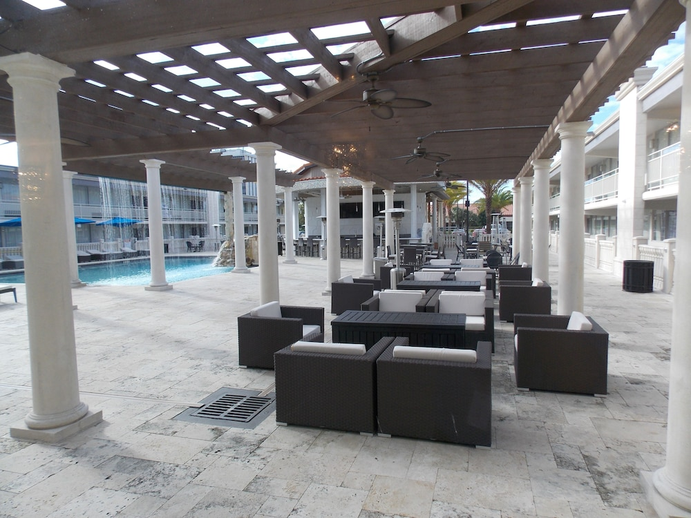 Terrace/Patio, Clarion Inn and Conference Center Tampa - Brandon