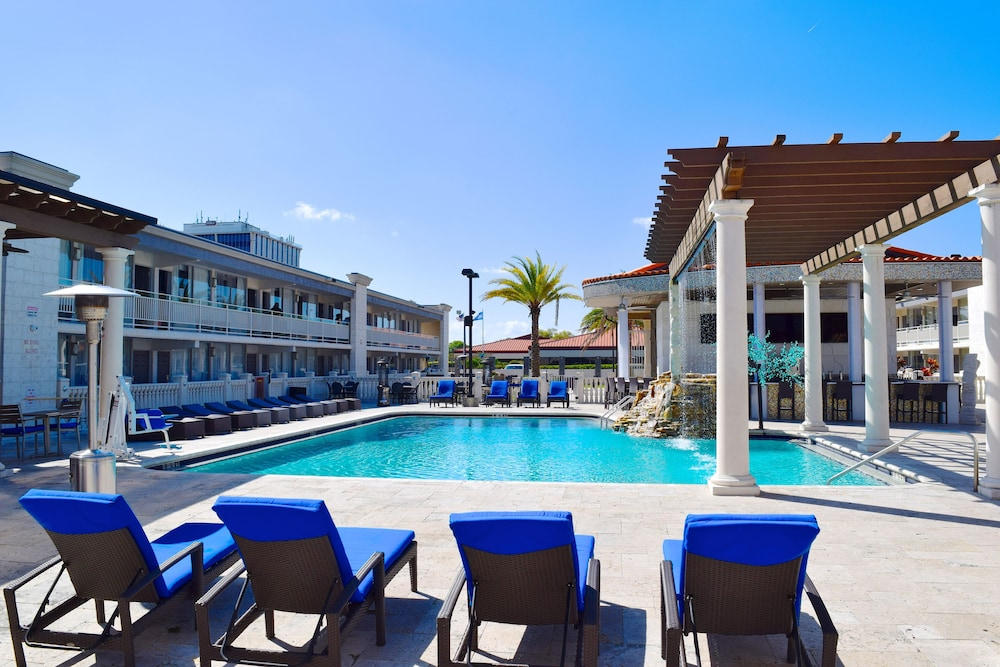 Pool, Clarion Inn and Conference Center Tampa - Brandon