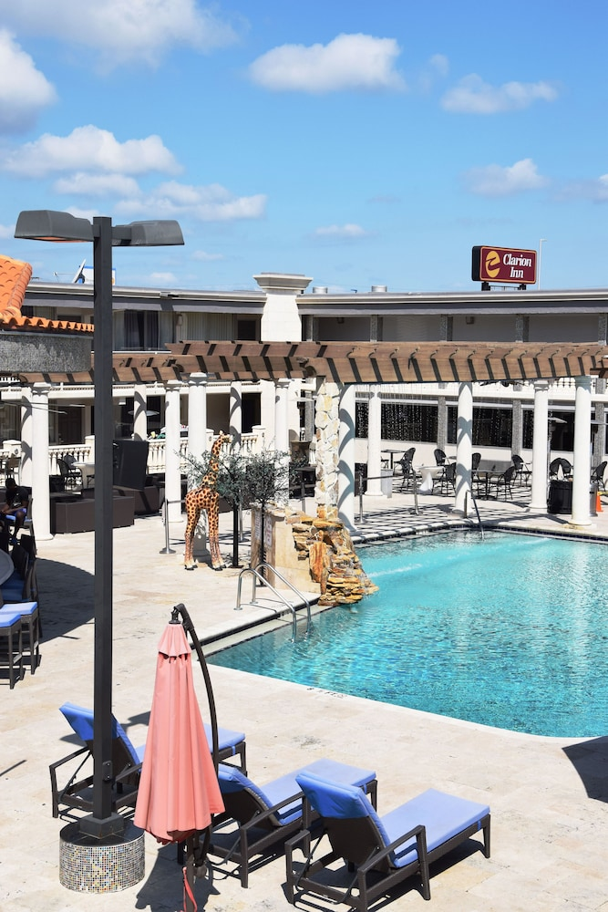 Sundeck, Clarion Inn and Conference Center Tampa - Brandon