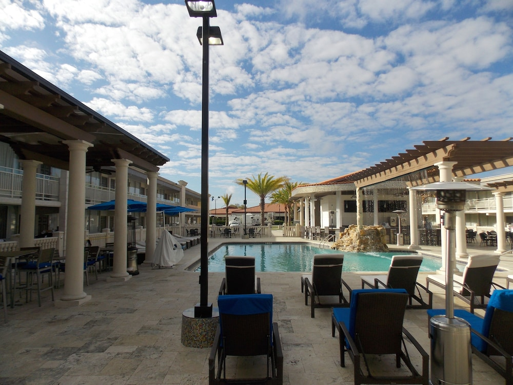 Outdoor Pool, Clarion Inn and Conference Center Tampa - Brandon