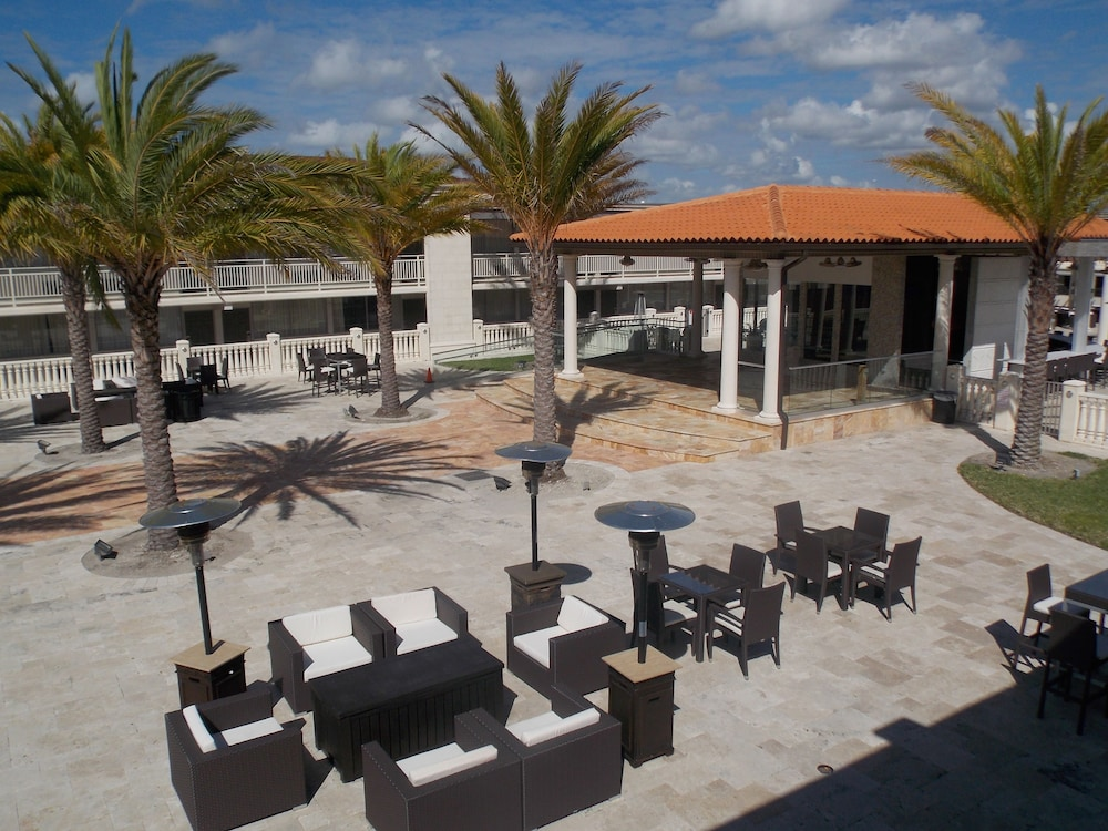 Courtyard, Clarion Inn and Conference Center Tampa - Brandon